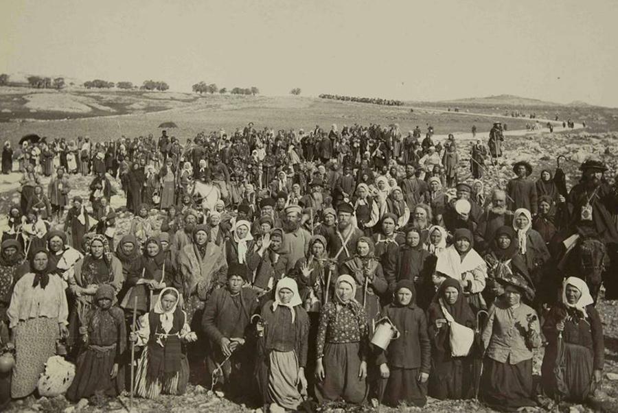 Русские паломники возвращаются в праздник Благовещения из Назарета в Иерусалим.