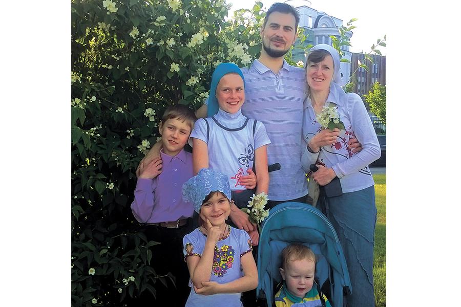 Многодетная-семья-Сарбай-из-Санкт-Петербурга