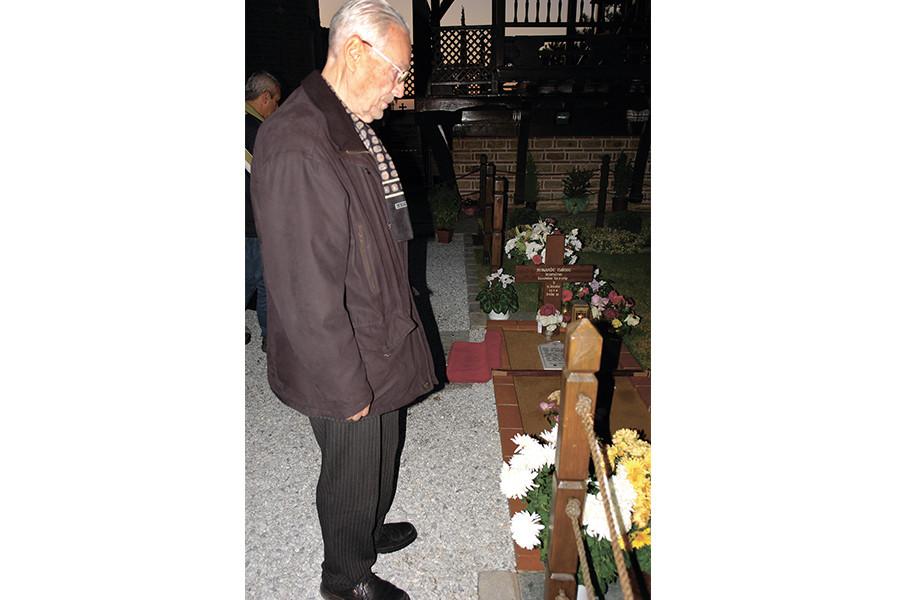 Константин Долгов у могилы святого Паисия Святогорца