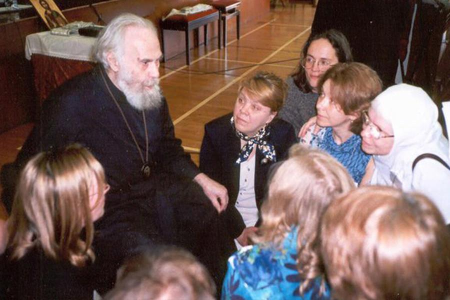 Митрополит Антоний с прихожанами