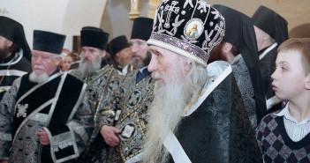 старец-Кирилл-на-службе