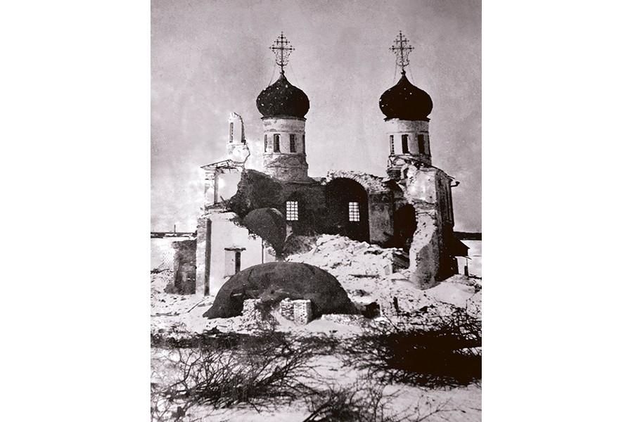 Взорванный собор Калязинского монастыря 1940 г