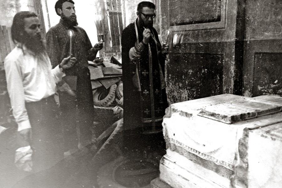 Панихида по святителю Феофану Затворнику перед обретением его мощей