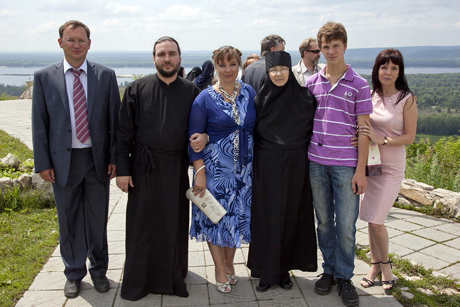 Семейный круг вокруг матушки 2011