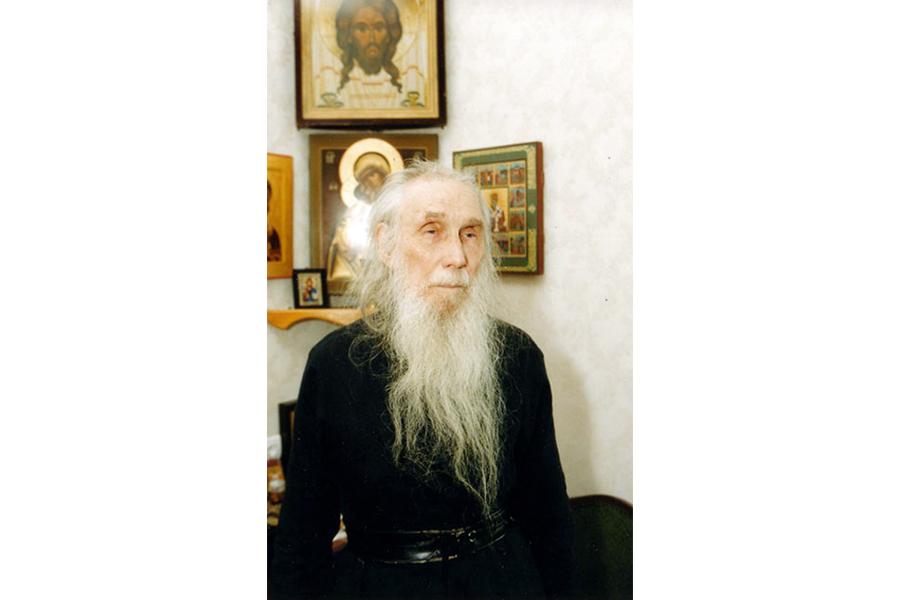 Архимандрит Кирилл (Павлов) в своей келии