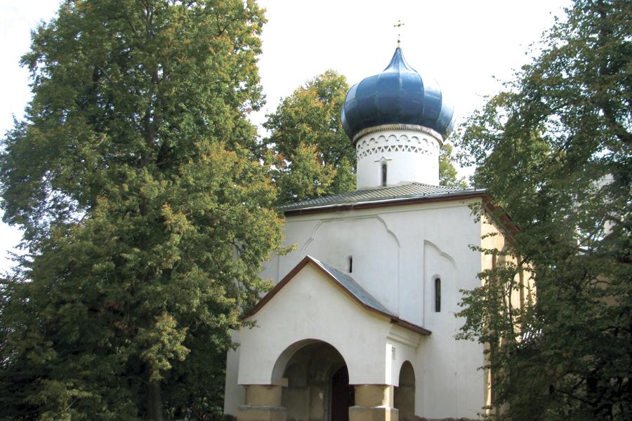 Храм в усадьбе в Осташево