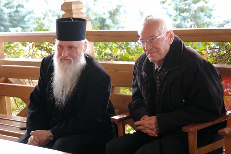 Игумен Высокопетровского монастыря Петр (Пиголь) и Константин Долгов на Афоне