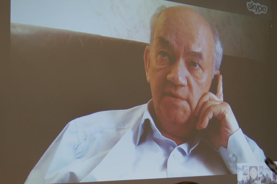 На видеосвязи доктор философских наук, профессор МГУ Валенрий Расторгуев