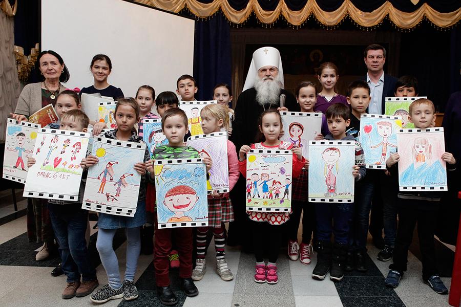 Митрополит Викентий с участниками мастер-класса, проведенного Ольгой Нерсесовой
