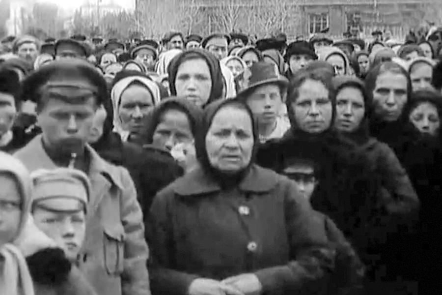 Кадр из фильма Вскрытие мощей Преподобного Сергия
