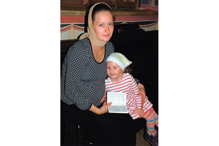 Мама Юлия и Елена, младшенькая в семье Киселевых