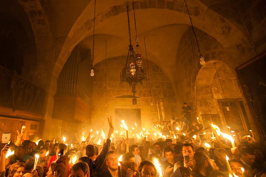 Схождение Благодатного Огня в Храме Гроба Господнем