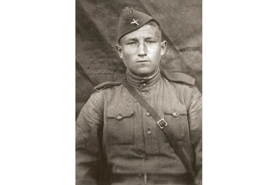 Алексей Глухов в 1944 году в Ногинске
