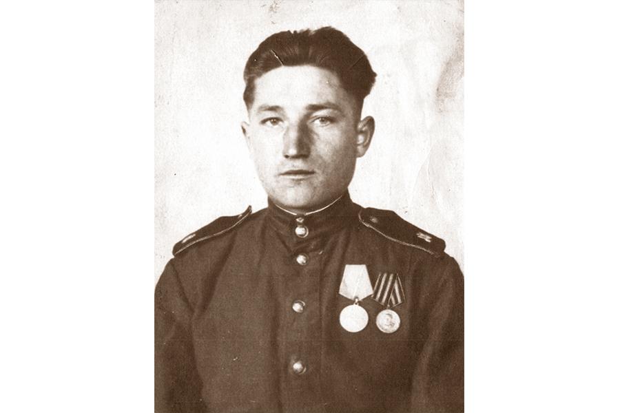 Алексей Глухов в 1945 году