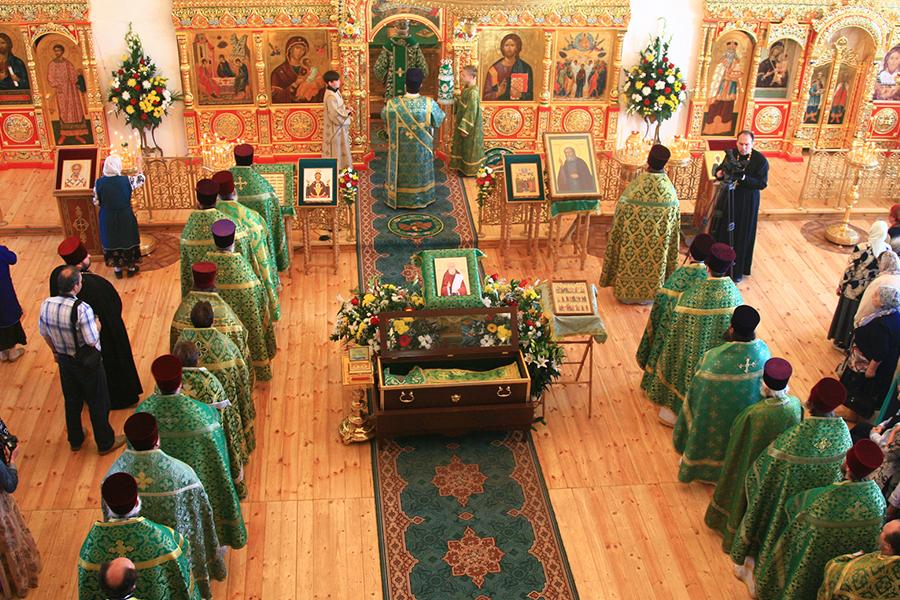 Божественную литургию в Вознесенском храме возглавил митрополит Виктор