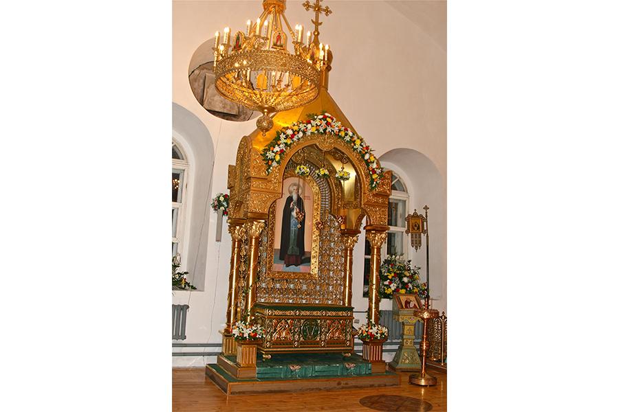 Рака в Вознесенской церкви Калязина со святыми мощами преподобного Макария Калязинского
