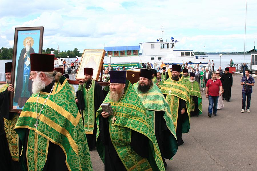 Возвращение святых мощей преподобного Макария в Калязин в 2012 году