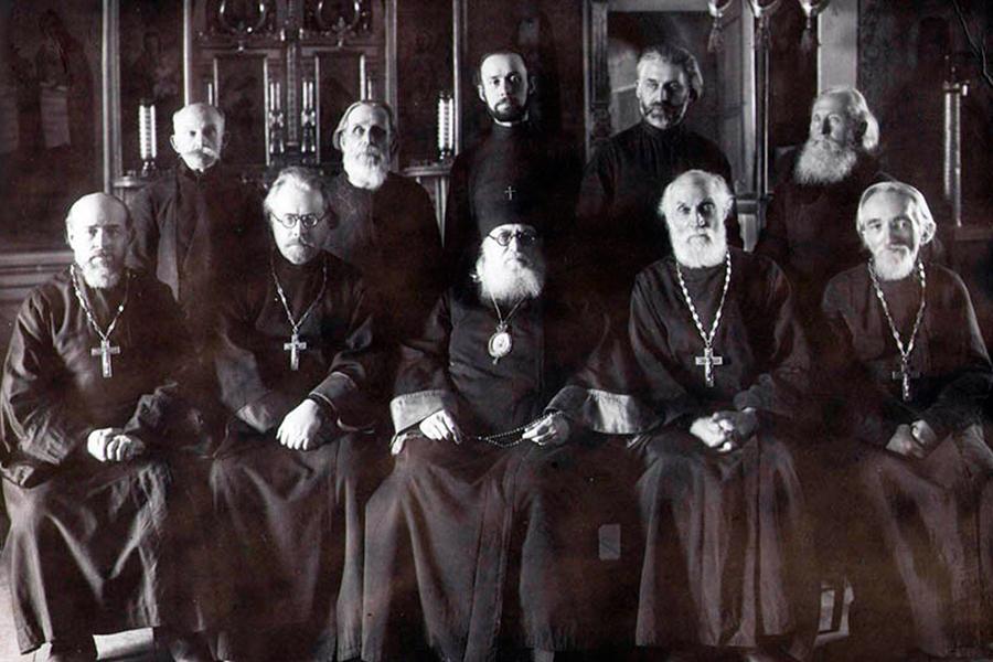 Архиепископ Лука и священнослужители в Покровском соборе города Тамбова