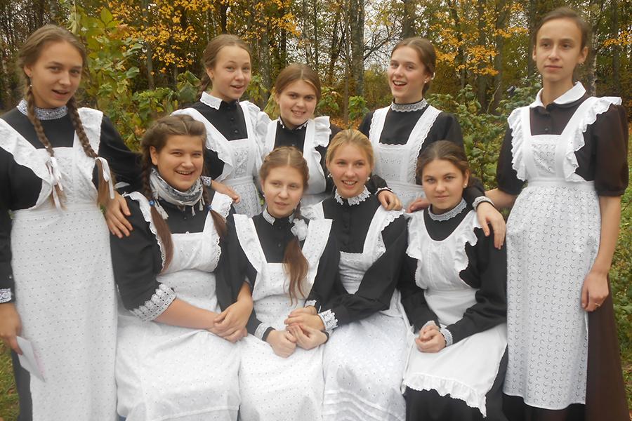 Ученицы Ивановской на Лехте школы