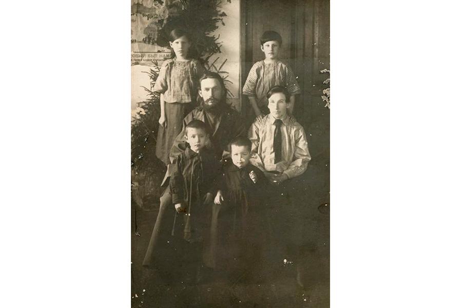 Алексей Алексеевич Москвин с семьей в 1924-1925 гг
