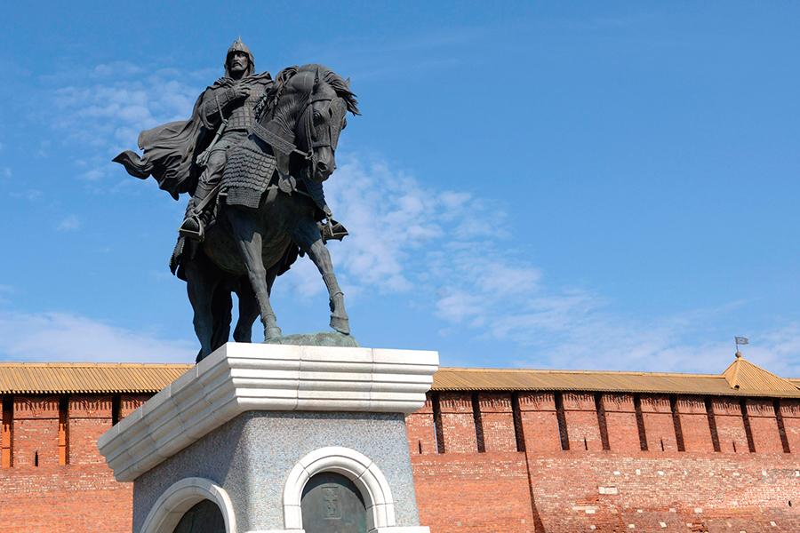 Памятник московскому князю, полководцу, герою Куликовской битвы Дмитрию Донскому