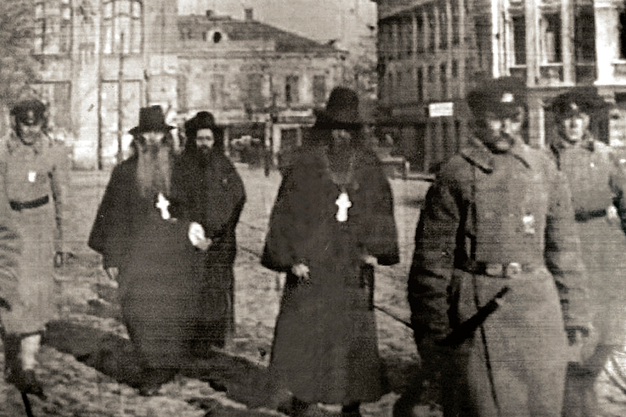 Арест священников