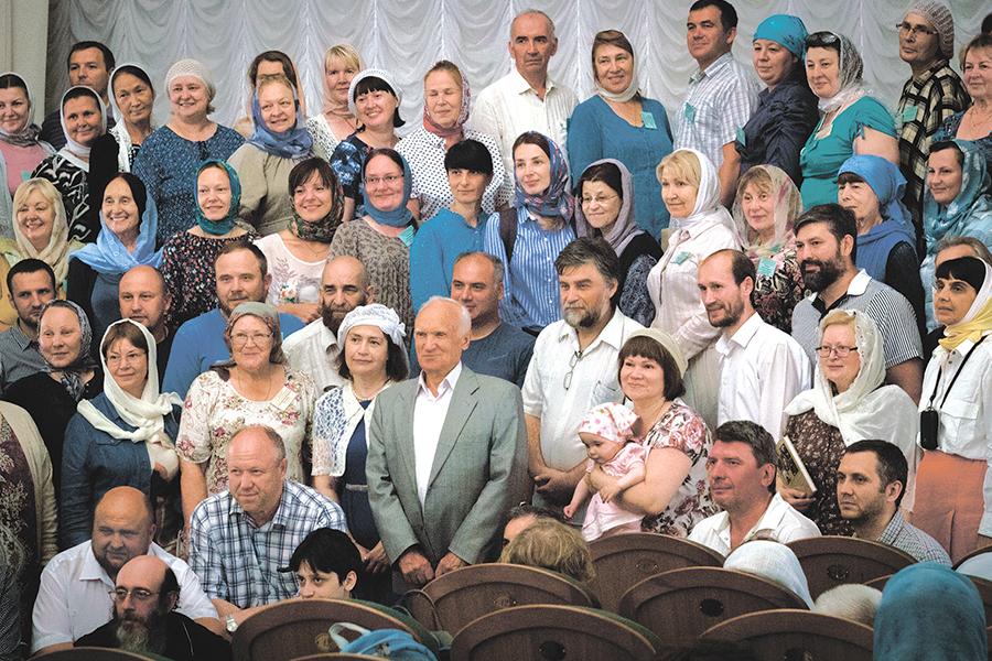 Алексей Ильич Осипов с преподавателями и слушателями ЦДО МДА