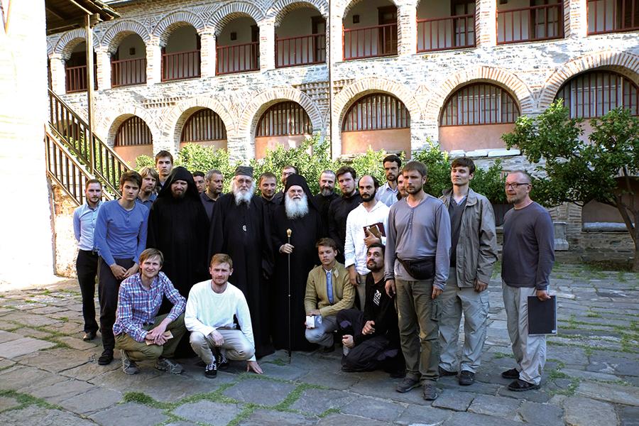 Участники экспедиции с настоятелем монастыря архимандритом Ефремом в монастыре Ватопед