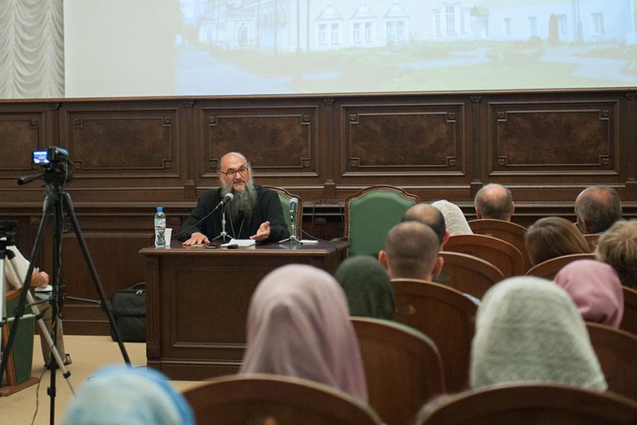 Беседа протоиерей Геннадия Заридзе со слушателями ЦДО МДА