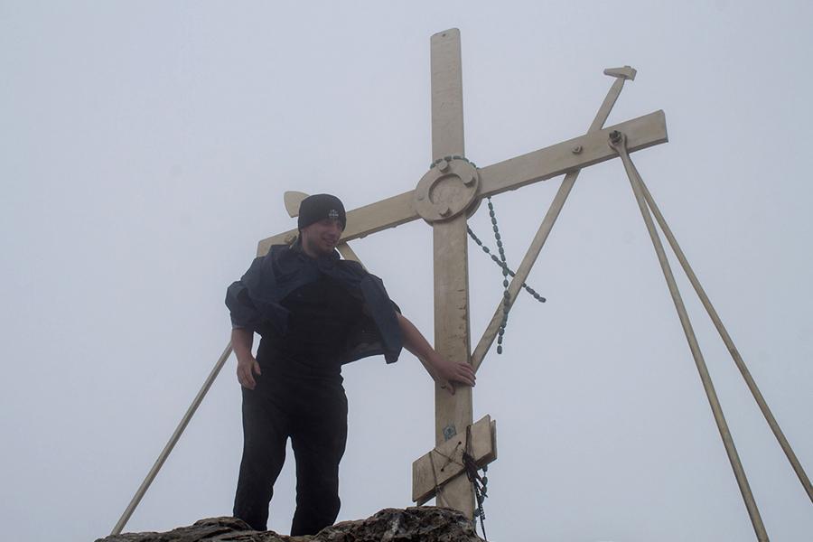 У Поклонного креста на вершине Святой Горы Афон