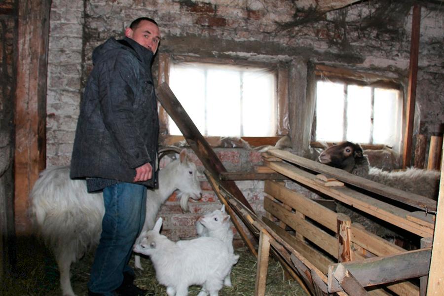 Андрей Шалеев в подсобном хозяйстве приюта