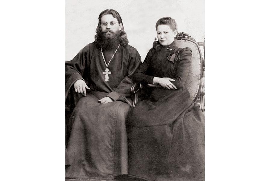 Священник Владимир Петров с женой