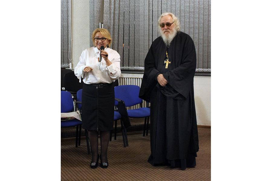 Директор Сочинского института РУДН Надежда Козлова и игумен Киприан (Ященко)