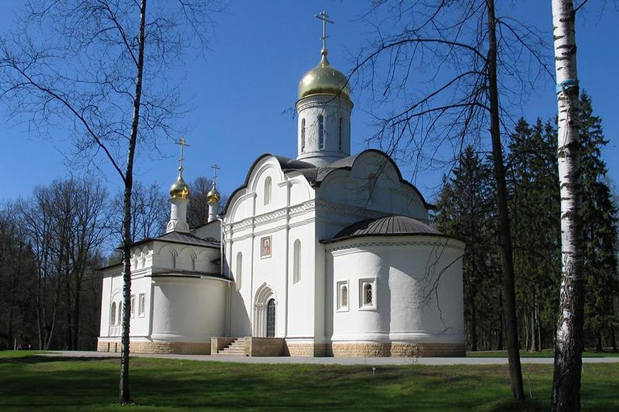 Храм новомучеников и исповедников Церкви Русскои на подворье монастыря на бывшем объекте Коммунарка