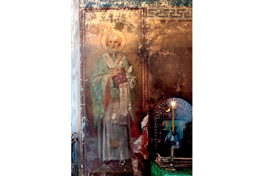 После возобновления богослужений лик Святителя Николая просветлел и очистился