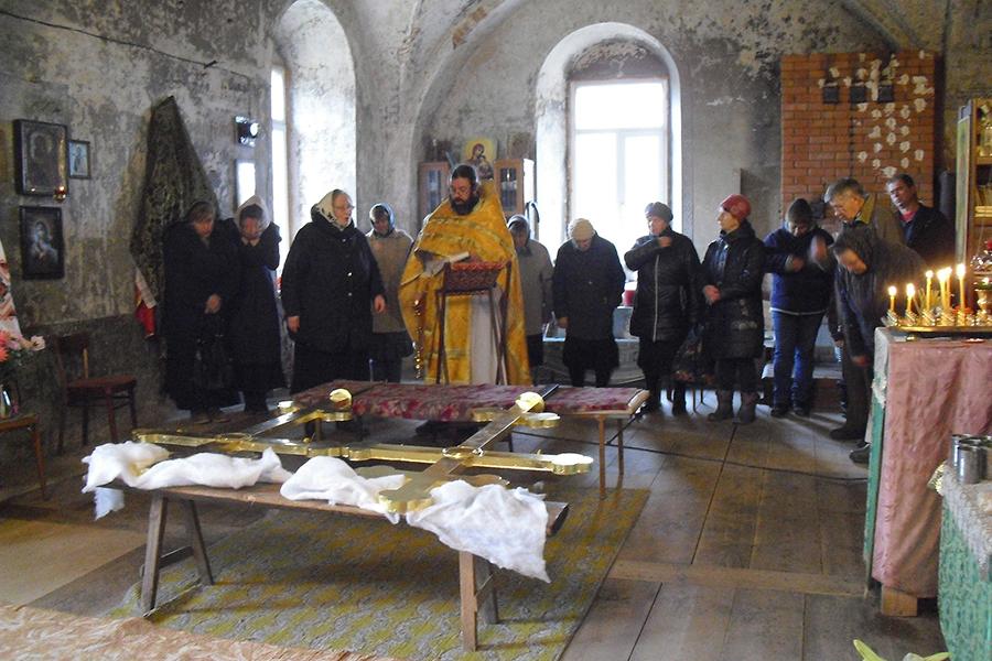 Освящение крестов на храм и колокольню