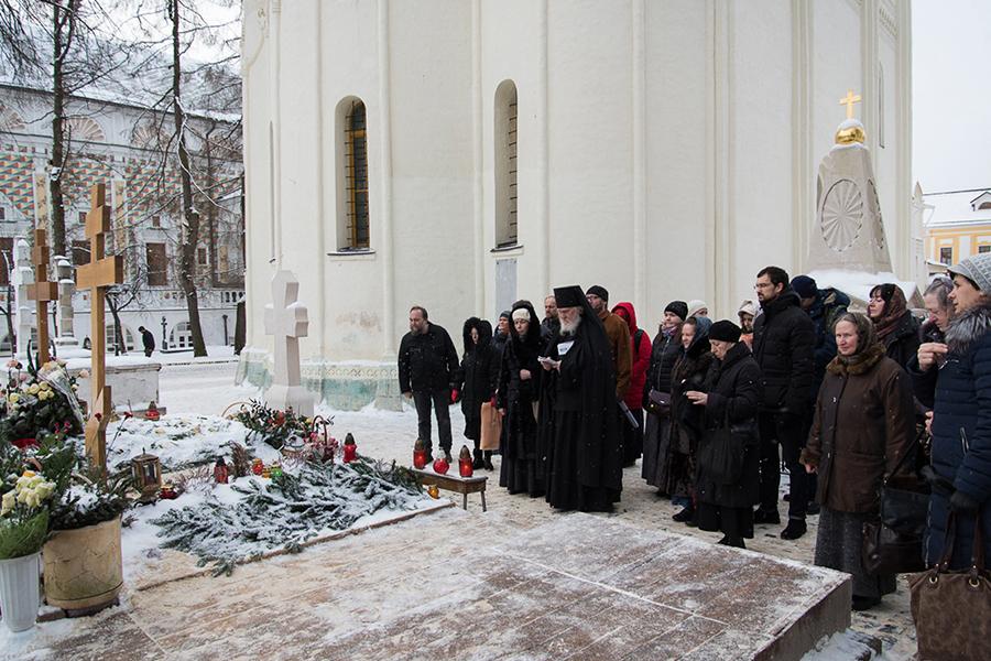 Лития у могил старцев Кирилла и Наума