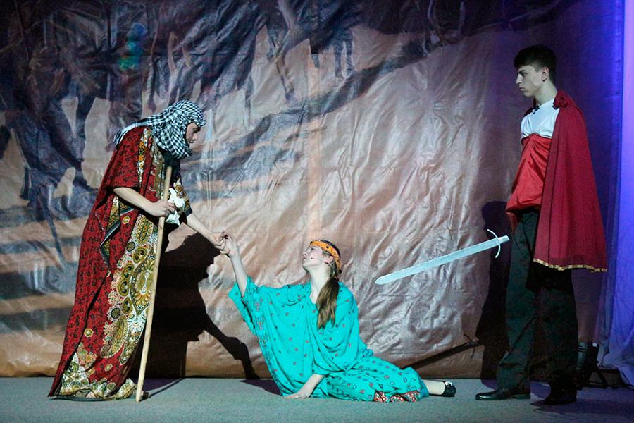 Театральное представление Дары Артабана