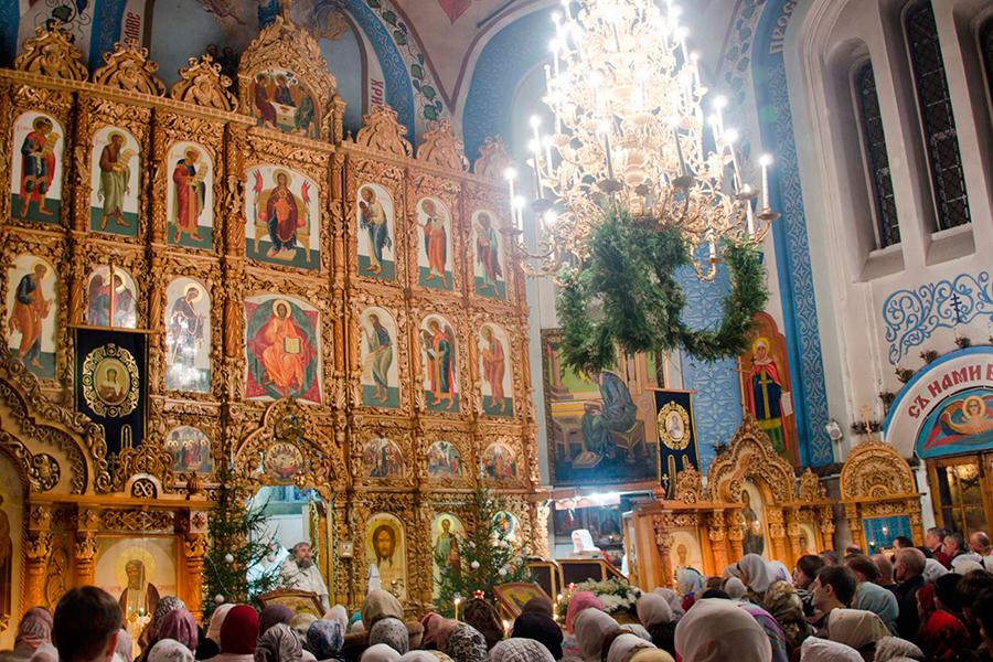 Служба в храме в праздник Рождества Христова