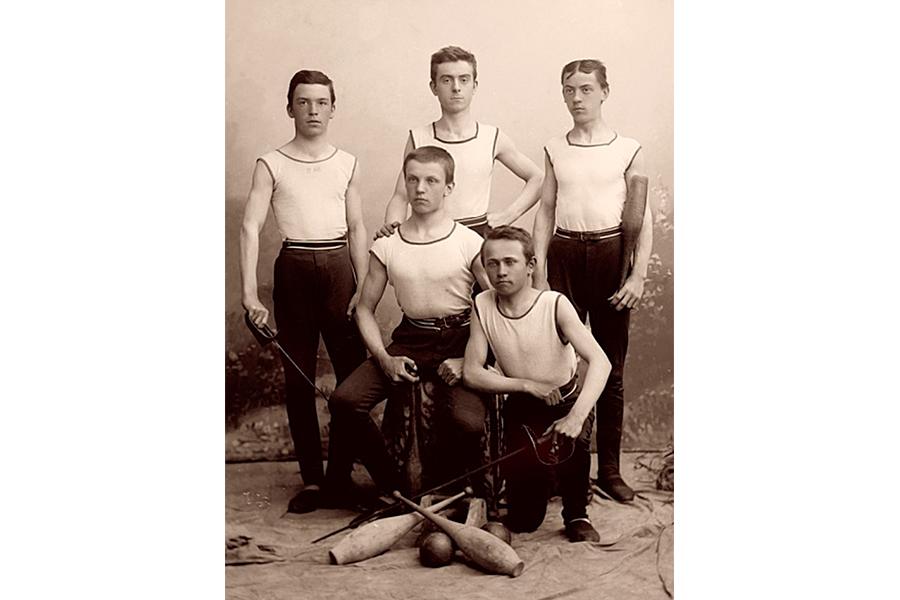 Члены сокольского клуба 1900 г