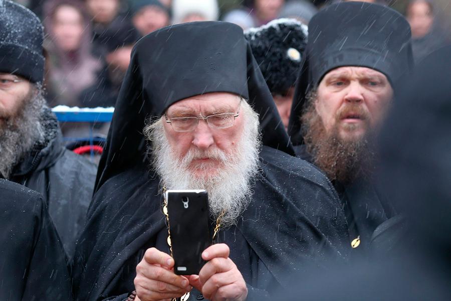 Игумен Киприан на прощании с архимандритом Кириллом