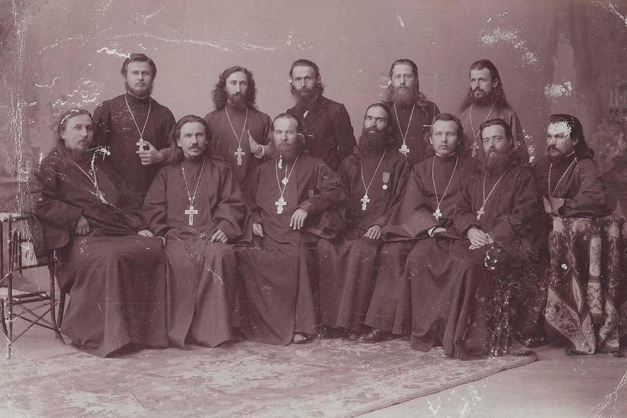 Священномученик Владимир в сане иеромонаха, первый ряд, третий слева, фото из архива ЦАК