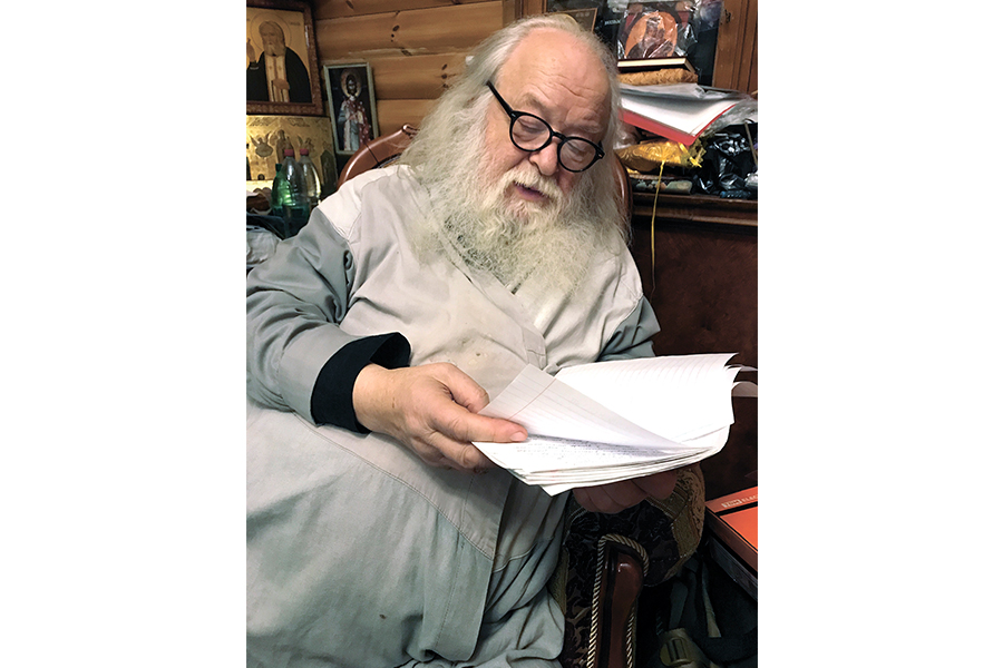 Протоиерей Валериан Кречетов читает сочинения детей