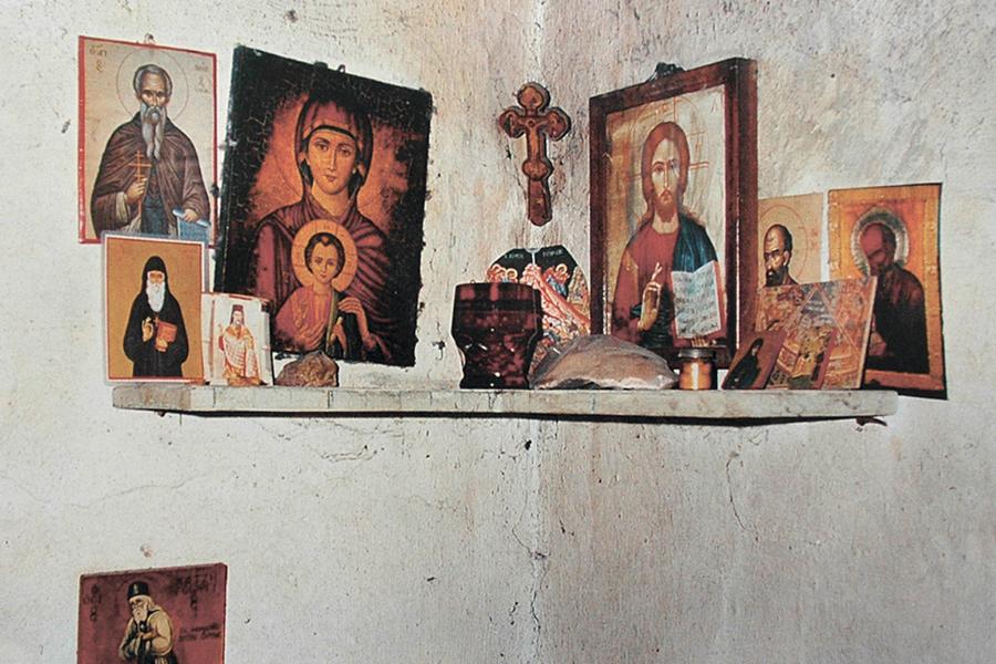 Иконы в келье старца Паисия