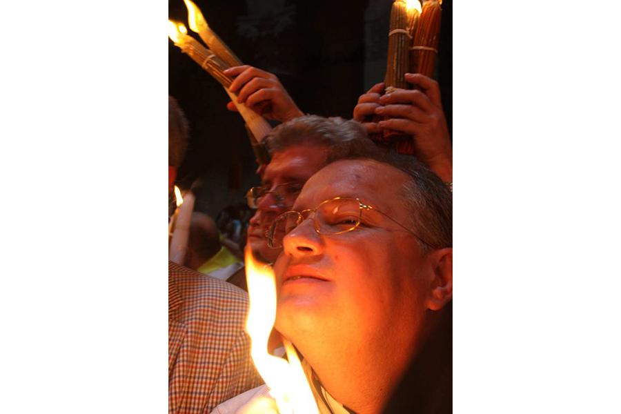 Умывание Благодатным огнем