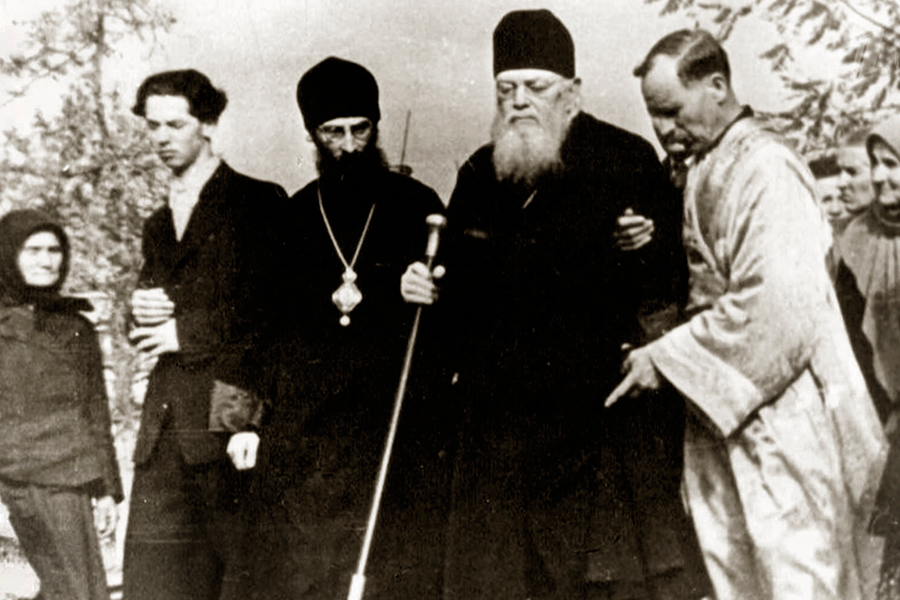 Архиепископ Лука после проповеди в храме