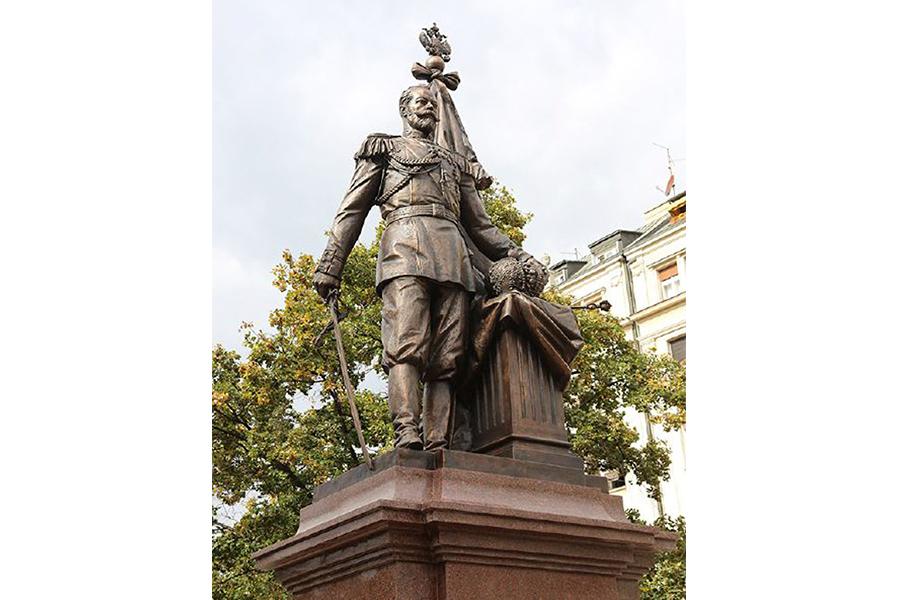Памятник Николаю II в сербской столице