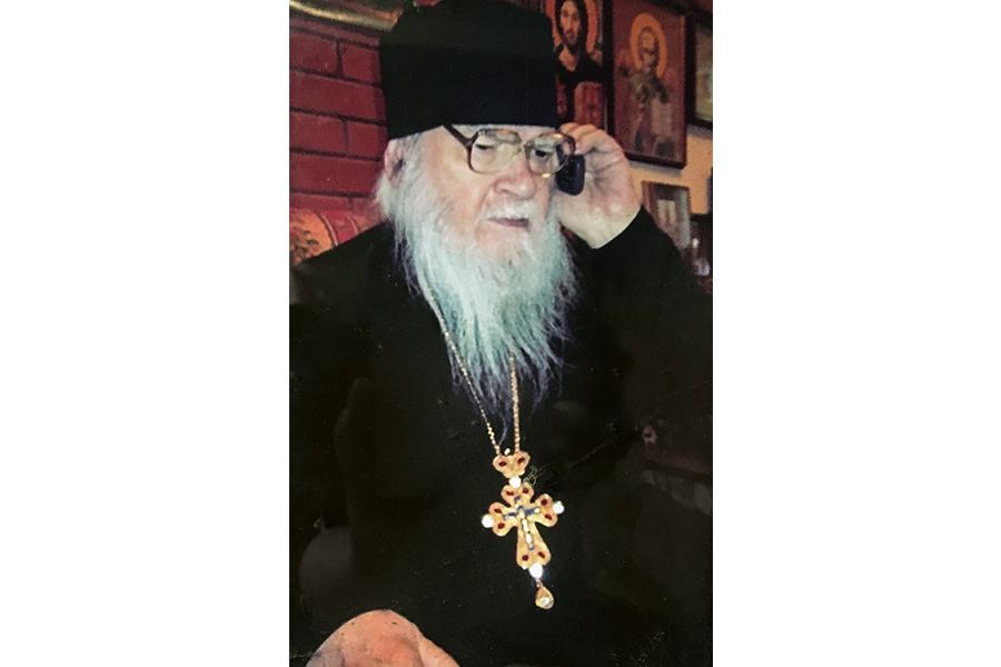 Старец иногда общался со своими духовными чадами и по телефону.jpg