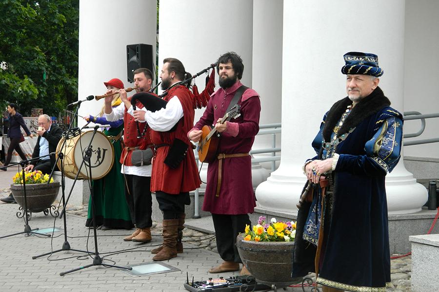 Выступление артистов минского театра в день празднования Грюнвальдской битвы