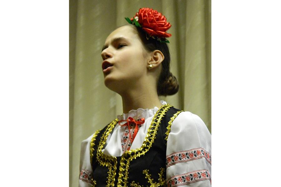 Выступление детей в национальных костюмах